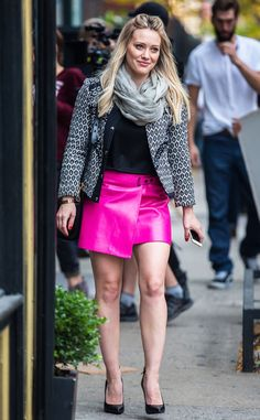 Confession: We're obsessed with Hilary Duff's trendy pink skirt as she films her new show!