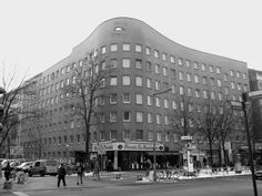 Built by Álvaro Siza Vieira,Peter Brinkert in Berlin, Germany with date 1984. Images by Flickr user Hen's March. Bonjour Tristesse is a social housingproject designed by Portuguese Architect Álvaro Siza Vieira. Located in Berlin,...