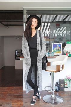 Stylish Chic Long Cardigan Outfits For Ladies (31)