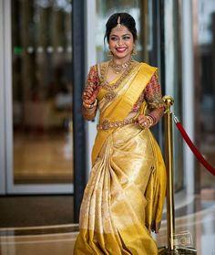 30 Épousée Kanjeevaram Saris que j& ce mois-ci - - Or Kanje . South Indian Wedding Saree, Indian Bridal Sarees, Bridal Silk Saree, Indian Bridal Outfits, Indian Bridal Fashion, Saree Wedding, South Indian Bride Jewellery, Gold Silk Saree, Telugu Wedding