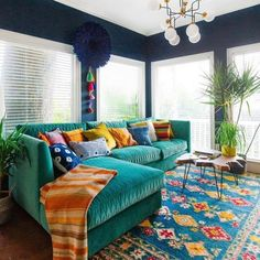 Love the choice of colors in this living room #homedecor @istandarddesign