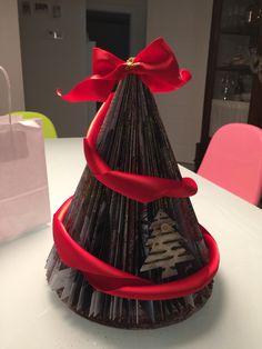 Albero di Natale realizzato con un giornale