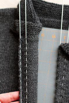 Anleitung zum Reißverschluss in Strickstück einnähen - easiest knitted sweater zipper install ever