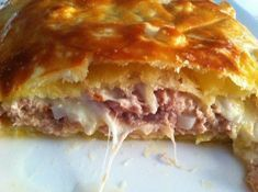 Tuna Mozzarella Puff pastry Shhh I prepare dinner Mozzarella, Quiches, Omelettes, Pizza Cake, Empanadas, Finger Foods, Gourmet Recipes, Gourmet Foods, Food Inspiration