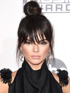 hate her but love those Neil Lane gold snake earrings!!