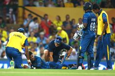 Dinesh Chandimal was forced to retire hurt after injuring his hamstring.
