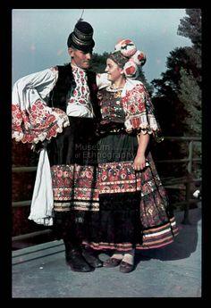 , Hungary. Young matyo couple Mezőkövesd Néprajzi Múzeum | Online Gyűjtemények - Etnológiai Archívum, Diapozitív-gyűjtemény