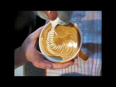 Fantastic latte art with free pouring! wow!
