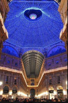 Milan, Italy Galleria Vittorio Emanuele II Nella sua più bella decorazione natalizia - 2012 Milano Giorno e Notte - We Love You! http://www.milanogiornoenotte.com