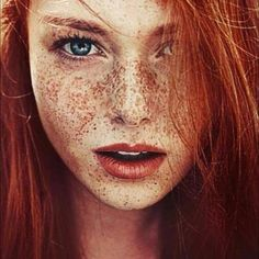 Weird Beauty Tricks That Really Work There is just something really naturally beautiful and gorgeous about red hair and freckles !There is just something really naturally beautiful and gorgeous about red hair and freckles ! Beautiful Freckles, Beautiful Redhead, Beautiful People, Beautiful Women, Naturally Beautiful, Beautiful Gorgeous, Simply Beautiful, Absolutely Gorgeous, Freckle Face
