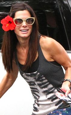 From the flower in her hair and demure nude cat-eyes, to the smile on her face, Sandra Bullock was glowing when she picked up her lil guy from school!