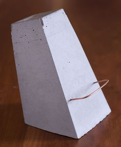 DIY CONCRETE :: Concrete iPad Stand