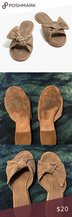Madewell Naida Half Bow Sandals Suede slides, very gently used. Size 6.5 Madewell Shoes Sandals Women's Shoes Sandals, Madewell, Flip Flops, Bows, Womens Fashion, Closet, Things To Sell, Style, Arches