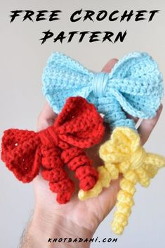 How to make your own crochet bow! - Bad bad Learn how to crochet your own little cute bows with this beginner-friendly pattern! You will find t Crochet Hair Bows, Crochet Hair Accessories, Crochet Flowers, Accessories Jewellery, Crochet Bows Free Pattern, Easy Crochet Patterns, Free Crochet, Simple Crochet, Pattern Sewing