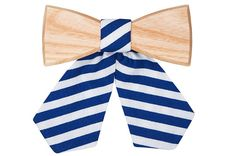 A wooden bow tie can be worn on any occasion and in any way you like. Let's follow fashion magazines and be inspired, but always stay original. Wooden Bow Tie, Personal Style, Butterfly, Bows, Lady, Unique, Fashion Magazines, Model, Bow Ties