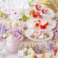 【アフタヌーンティー】乾杯ロゼスパークリング付き!アリスモチーフのスイーツ&20種のカフェおかわり自由/グリル料理/グリルレストラン マンジャーレ シェフズライブステージ Creative Desserts, Cute Cakes, Afternoon Tea, Wedding Designs, Tea Time, Tea Party, Bridal Shower, Alice, Kawaii