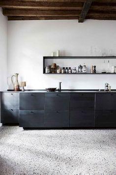 65 Gorgeous Minimalist Kitchen Decor And Design Ideas Loft Kitchen, Rustic Kitchen, New Kitchen, Kitchen Decor, Kitchen Ideas, Terrazo, Kitchen Lighting Design, Black Interior Design, Interaction Design