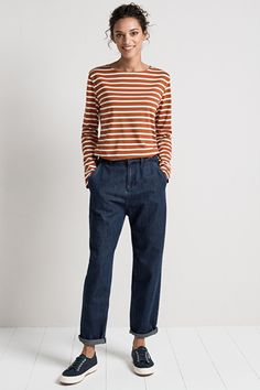 Made from heavier weight denim, they're perfect with a pretty shirt tucked in & colourful leather belt. Queen Fashion, 60 Fashion, Autumn Fashion, Womens Fashion, Simple Outfits, Pretty Outfits, Chic Outfits, Fashion Outfits, Looks Style