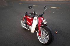 """Honda Super Cub độ bánh ôtô """"siêu to khổng lồ"""" ở Tây Ninh Australian Icons, Honda Cub, Vespa, Cubs, Biker, Motorcycle, Cool Stuff, Vehicles, Retro Bikes"""