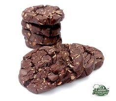 http://www.lacuisinedebernard.com/2015/03/les-sables-au-chocolat-et-amandes.html 85g de beurre demi-sel -75g de beurre doux -55g de sucre vergeoise brune -95g de sucre -175g de farine -50g de cacao non sucré en poudre -1/4 de cuillerée à café de bicarbonate de sodium -150g de chocolat  -60g d'amandes effilées