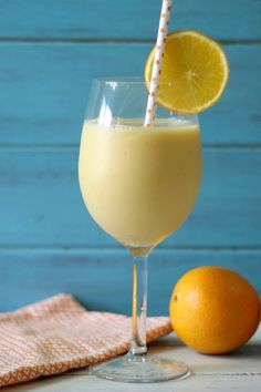 Peachilious Smoothie #SundaySupper - A light, refreshing, all natural, creamy smoothie made with peaches, oranges and banana.