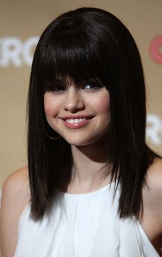 """Selena Gomez Photos - Actress Selena Gomez  arrives at the Second Annual """"CNN Heroes: An All-Star Tribute"""" at the Kodak Theatre, Hollywood and Highland on November 22, 2008 in Hollywood, California. - Second Annual """"CNN Heroes: An All-Star Tribute"""""""