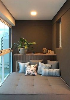 Small Balconies: 60 ideas for decorating and optimizing the space Louisa Feng - Balkon Ideen Wohnung - Balcony Furniture Design Apartment Balcony Decorating, Apartment Balconies, Porch Decorating, Decorating Ideas, Room Interior, Interior Design Living Room, Living Room Designs, Paz Interior, Appartement Design Studio