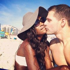 Beautiful interracial couple on the beach Interacial Love, Interacial Couples, Black Woman White Man, Black And White Love, Mixed Couples, Cute Couples, Swirl Dating, Biracial Couples, Interracial Dating Sites