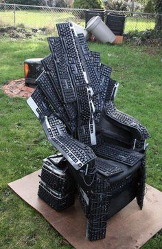 Throne of Games= Reuse Keyboards to make a chair