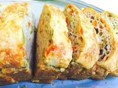 Cake au psyllium, olives vertes et poivrons rouges Psyllium Blond, Cake Sans Gluten, Olives, Un Cake, Lchf, Baked Potato, Banana Bread, Appetizers, Baking