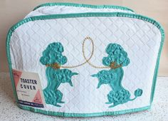 Adorable turquoise, white and gold Vintage Poodle Toaster Cover. Vintage Kitchen Accessories, Vintage Kitchen Decor, Retro Vintage, Vintage Items, Vintage Style, Vintage Dishes, Vintage Toaster, Toaster Cover, Dear Mom