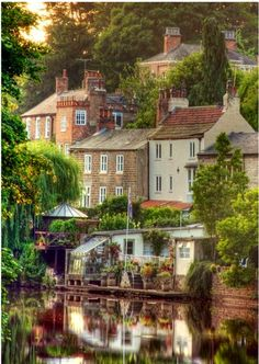 Cottages and English gardens | Beautiful shore built cottages, England