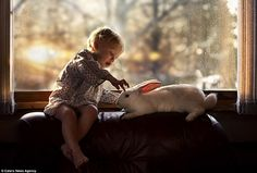 Ser mãe traz uma série de mudanças na vida da mulher, e paraElena Shumilova, de Andreapol, na Rússia, a maternidade também trouxe inspiração para capturar belas imagens de seus filhosYaroslav e Vanya interagindo, conhecendo e brincando com animais da fazenda onde eles passam boa parte do tempo. Tudo começou em 2012, quando Elena ganhou...