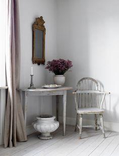 Magnus Lundgrens Love For 1700s Furniture 500x658 Magnus Lundgrens Swedish Gustavian Home