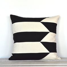 Graphic Broken Stripe Colorblock Pillow Cover - Black / Off White Combo