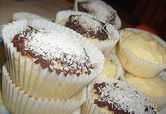 Bounty muffin Gourmet Recipes, Dessert Recipes, Hungarian Recipes, Hungarian Food, Candy Cookies, Eat Dessert First, Snacks, Food And Drink, Baking