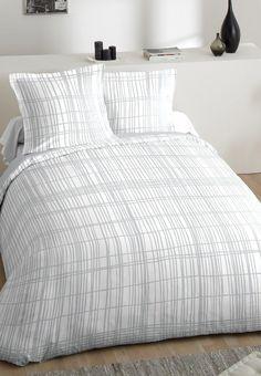 Parure de lit tons naturels en 100% coton. Parure de lit blanche composée d'une housse de couette 240x220cm et de deux taies d'oreiller 65x65cm Decoration, Comforters, Blanket, Bed, Furniture, Home Decor, Design, White Bed Linens, Bed Drapes