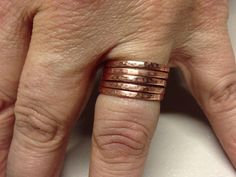 How to Make Hammered Jewelry: How to Make Simple Copper Stacking Rings - Anelli semplici di rame martellato