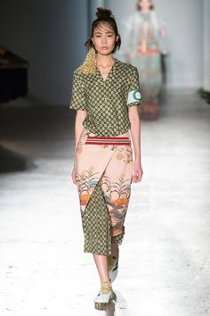 Trend from Milano fashion week - SS 2017 - Stella Jean | With this mix of styles of retro-sporty and eccentricity , touches of feathers and ornemantation , Muccia Prada stays loyal to her style, mixing up the stories in a joyfull mix &  match of abstract prints.