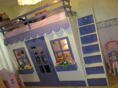 Nos especializamos en literas, camas y complementos con diseños especiales para los niños y jóvenes, casas de juego para jardín y casitas para macotas.