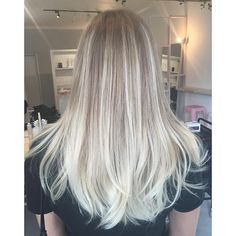 BALAYAGE || all freehand painted using #Wella freelights & #olaplex , toned with colour touch 10/81 & 8/81 for 10min, conditioned with #evo platinum blonde, and a round brush blowdry with Wella SP Luxe Oil for smooth & shine! #vivalablonde #balayage #wellahair #modernsalon