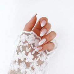 False nails have the advantage of offering a manicure worthy of the most advanced backstage and to hold longer than a simple nail polish. The problem is how to remove them without damaging your nails. Simple Wedding Nails, Wedding Manicure, Wedding Nails For Bride, Wedding Nails Design, Trendy Wedding, Nail Wedding, Summer Wedding, Wedding Beauty, Weding Nails