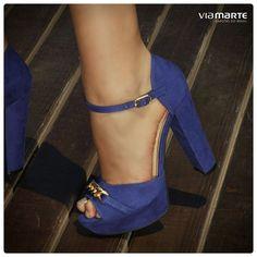 4e8da5218 Tendance chausseurs : sapato de salto alto dourado azul bic meia pata high  heels Inverno 2015