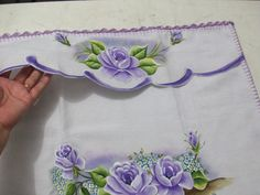 Maria Jose, Fabric Painting, Diy And Crafts, Sewing, Floral, Pints, Paint For Kitchen, Crochet Dishcloths, Decorative Pillows