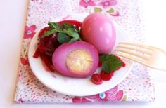 Can I Make Pickled Eggs by Putting Boiled Eggs in Pickle Juice? Best Pickled Eggs, Pickled Beets, Buffet, Antipasto, Pickle Juice Uses, Red Juice Recipe, Hard Boiled Egg Recipes, Savarin, Comfort Food