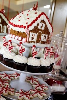 Christmas Gingerbread Dessert Table Coleman Coleman we should make one for xmas Gingerbread House Parties, Christmas Gingerbread House, Christmas Sweets, Noel Christmas, Christmas Goodies, Christmas Baking, Gingerbread Houses, Elegant Christmas, Christmas Decor