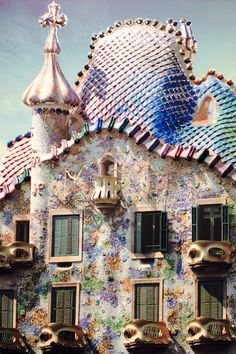 lovelifetravels:  Casa Batllo~Barcelona Possibly Gaudi's most recognised piece of artistry, the Casa Batllo was redesigned as an original, unique and ergonomic facade which is quirky and enigmatic. Exquisite architecture with minimal straight lines anywhere, it's a must-see if you are in Barcelona! Built between 1904 and 1906.