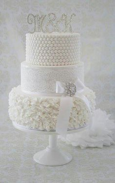 White wedding cake. Cakesdecor.com