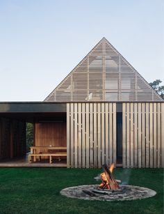 awesome Exterior Decor Ideas Timber clad homes, what dreams are made of. 🤩 🌳 Forest House by Simon Wilson with Amelia Holmes Thank you @ huntingforgeorge for this awesome picture Interior Architecture, Interior And Exterior, Architecture Awards, Classical Architecture, Ancient Architecture, Sustainable Architecture, Modern Exterior, Amazing Architecture, Landscape Architecture