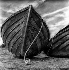 beached #black #white #photography - Follow us on www.reflex-mania.com